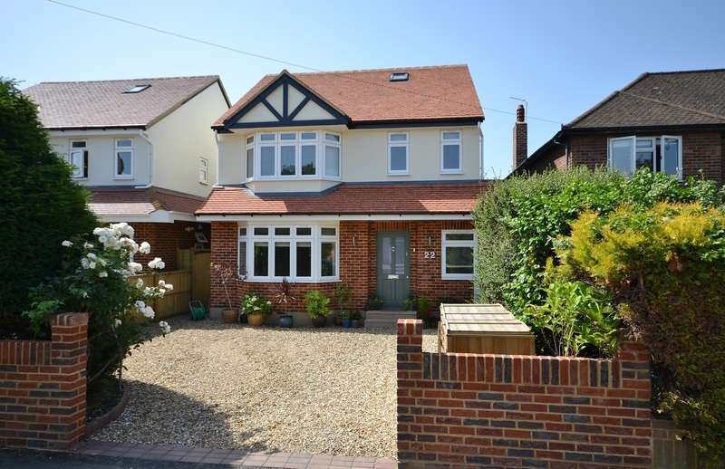 4 Bedrooms Detached House for sale in Broadfields, East Molesey, KT8