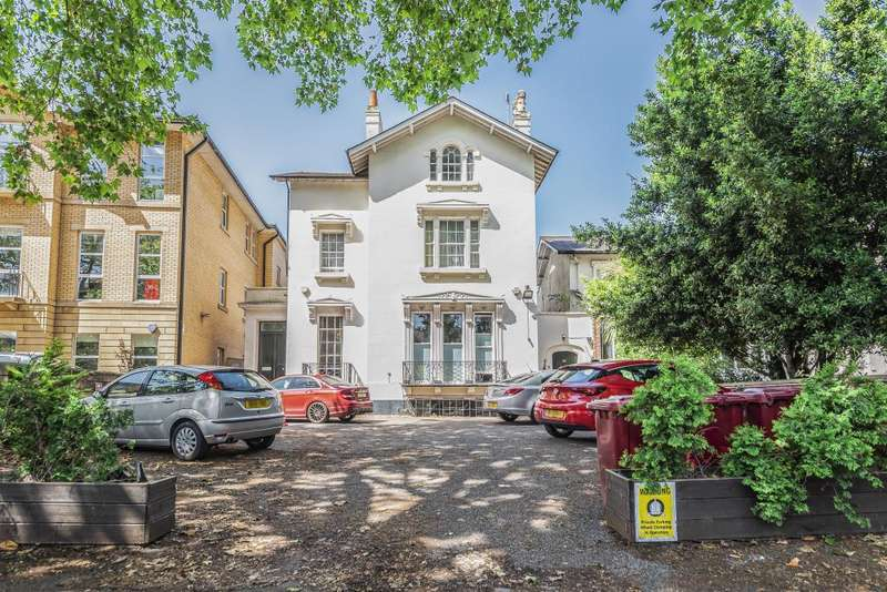 2 Bedrooms Flat for sale in London Road, Reading, RG1