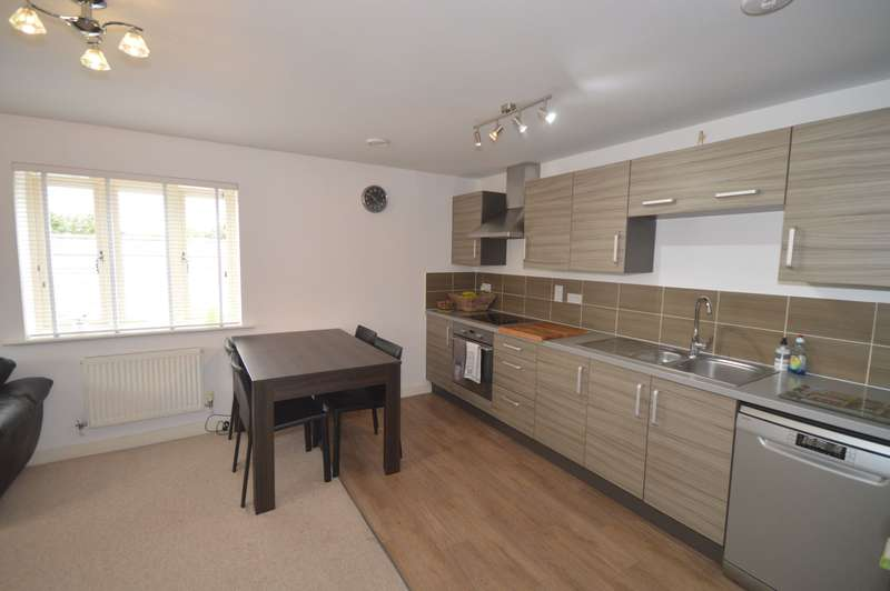 2 Bedrooms Flat for sale in Flat 3, Four Cross Close