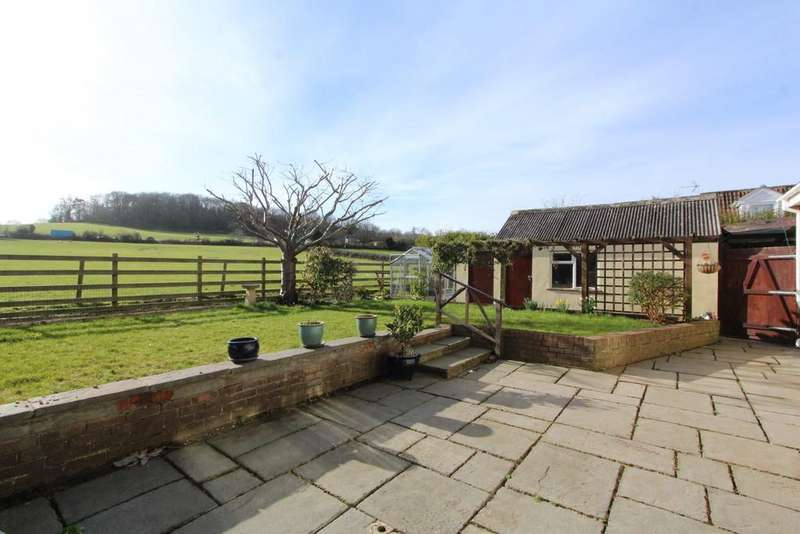 4 Bedrooms Detached House for sale in Extended family home on the edge of Yatton