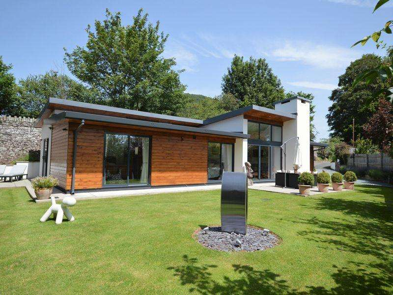 4 Bedrooms Bungalow for sale in Pen Y Pound, Abergavenny