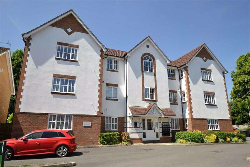 2 Bedrooms Apartment Flat for sale in Millstream House, Two Rivers Way, Newbury, Berkshire, RG14