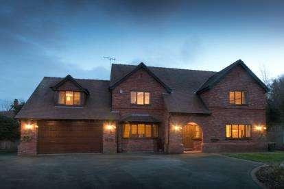4 Bedrooms Detached House for sale in Pitmans Lane, Hawarden, Deeside, Flintshire, CH5