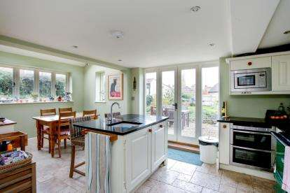 4 Bedrooms Detached House for sale in Gillingham, Dorset, .