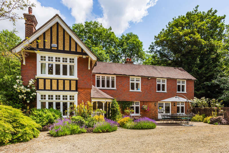 5 Bedrooms Detached House for sale in Brick Kiln Lane, Limpsfield Chart, Oxted, RH8