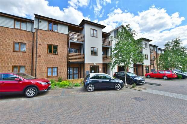 2 Bedrooms Flat for sale in Marsden House, John North Close, High Wycombe, Buckinghamshire
