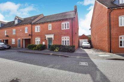 4 Bedrooms Link Detached House for sale in Petronel Road, Aylesbury