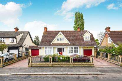 4 Bedrooms Detached House for sale in Hornchurch, Havering, United Kingdom