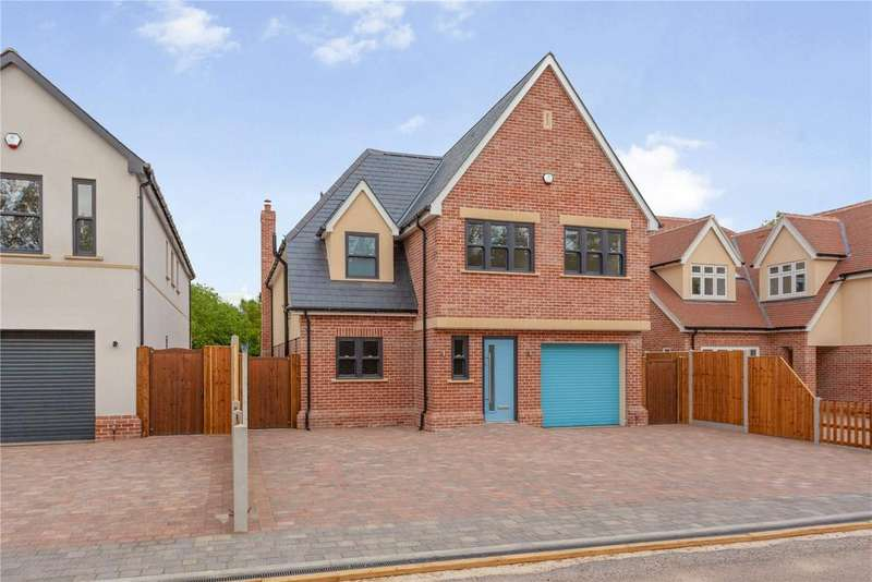 5 Bedrooms Detached House for sale in Brooklands, Southend Road, Howe Green, Chelmsford, CM2