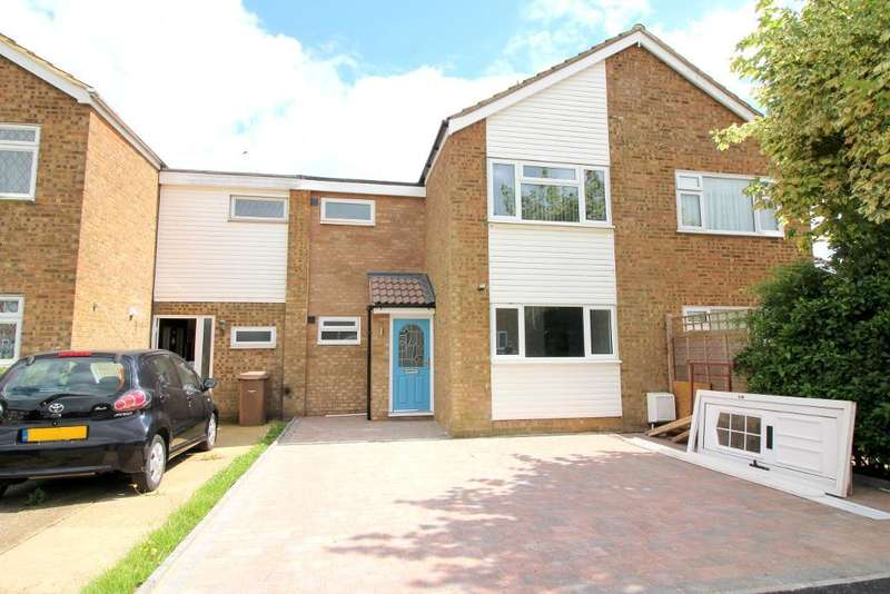 3 Bedrooms Semi Detached House for sale in Ilford Close, Luton, Bedfordshire, LU2 8JT