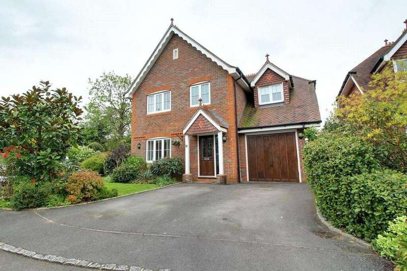 4 Bedrooms Detached House for sale in Caribou Close, Woodley, Reading, Berkshire, RG5