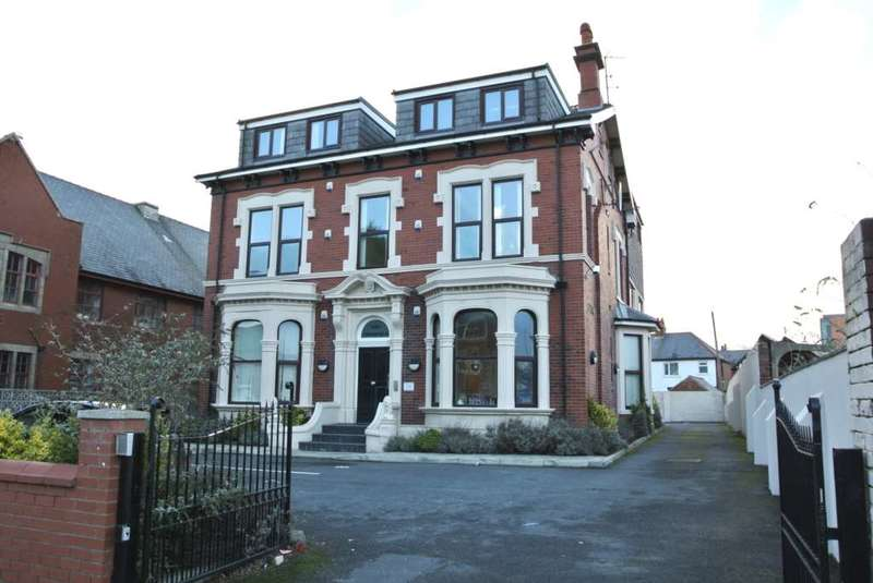 3 Bedrooms Apartment Flat for sale in Copperfield Manor, Park Road, Blackpool, FY1 4ES