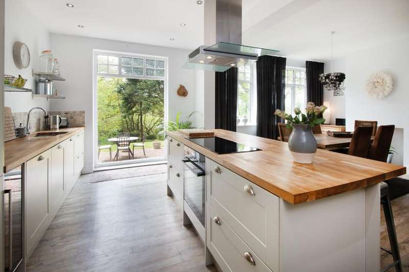 4 Bedrooms Detached House for sale in Michelham Priory Road, Upper Dicker, East Sussex