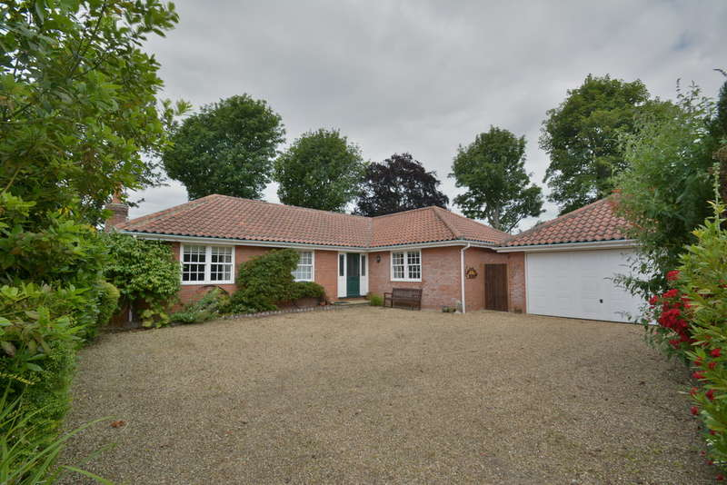 3 Bedrooms Detached Bungalow for sale in Selwyn Court, Pulham Market