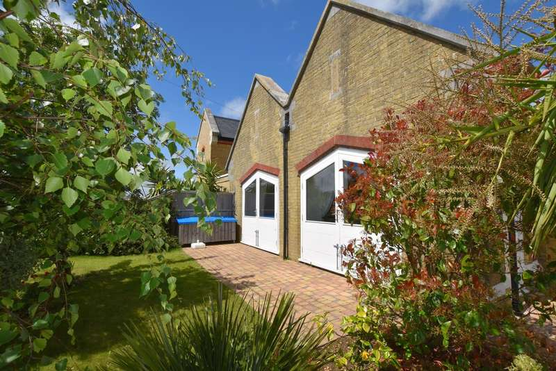 2 Bedrooms End Of Terrace House for sale in Albany Road, East Cowes