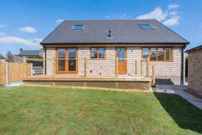 3 Bedrooms Bungalow for sale in Hilltop Road, Dronfield, Sheffield