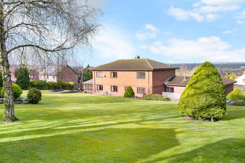 5 Bedrooms Detached House for sale in Studland Park, Westbury