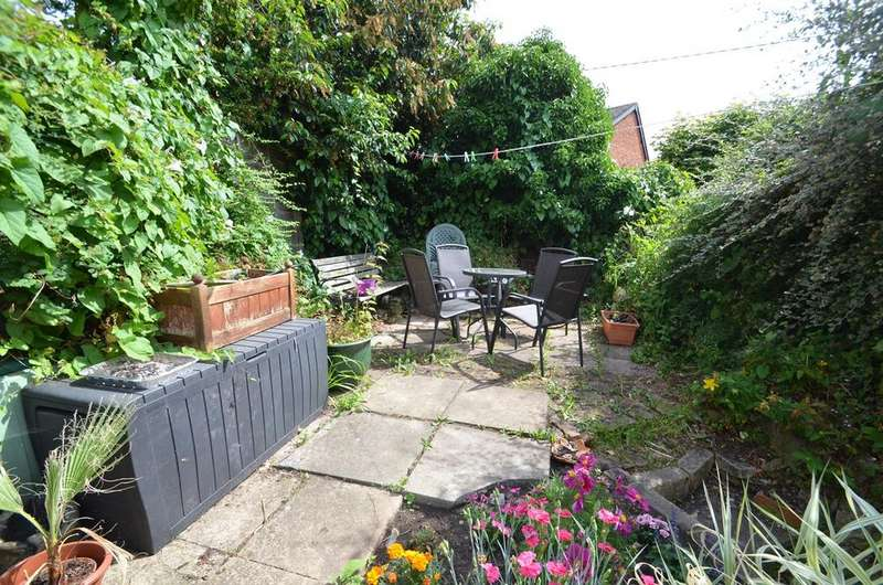 2 Bedrooms Terraced House for sale in Parliament Street, Stroud, GL5