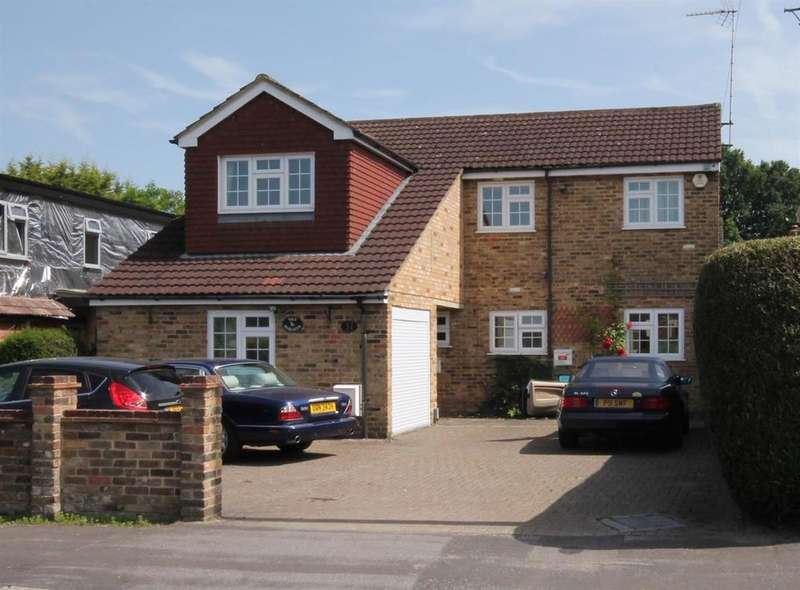 6 Bedrooms Detached House for sale in Sandy Lane, Farnborough