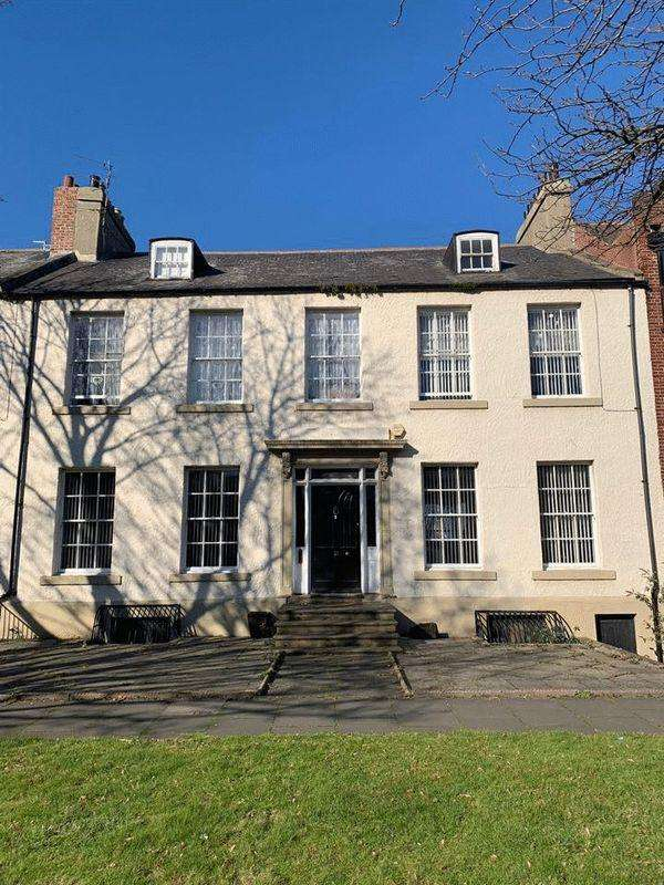 7 Bedrooms Terraced House for sale in Beach Road, South Shields