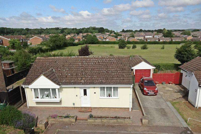 2 Bedrooms Detached Bungalow for sale in Derwent Rise, Flitwick