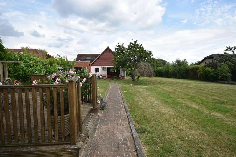 3 Bedrooms Detached Bungalow for sale in Brook Drive, Fobbing, Stanford-le-Hope, SS17