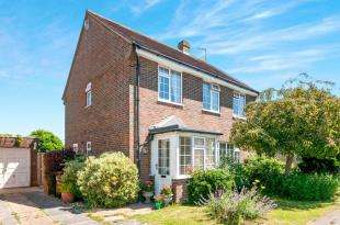 4 Bedrooms Detached House for sale in Wannock Gardens, Wannock, East Sussex