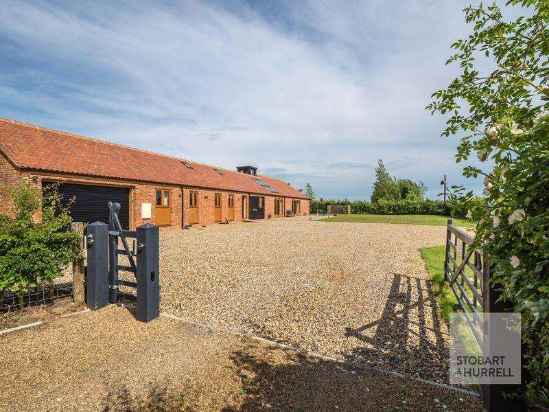 4 Bedrooms Barn Conversion Character Property for sale in Hall Farm, Hall Road, Sutton, Norfolk, NR12 9RX