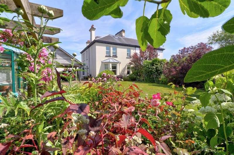 4 Bedrooms Semi Detached House for sale in Villa Road, Torrington