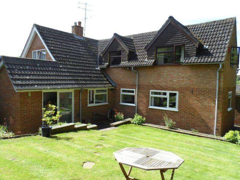 4 Bedrooms Detached House for rent in MARLOW BOTTOM