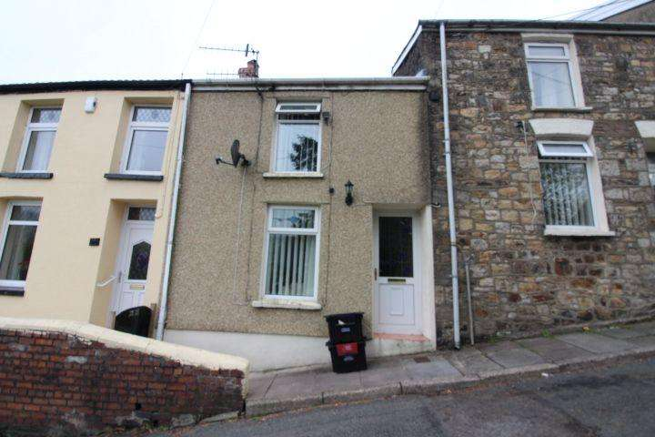 2 Bedrooms Terraced House for sale in Railway View