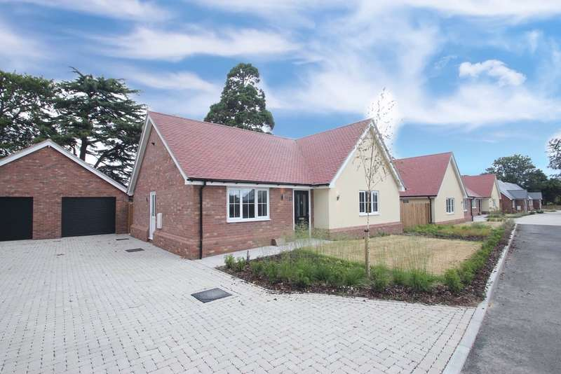 3 Bedrooms Bungalow for sale in Clay Hall, Wyndham Crescent, Clacton-on-Sea