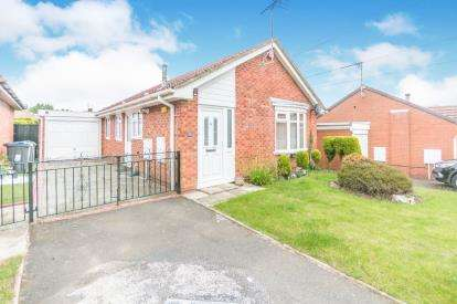 3 Bedrooms Bungalow for sale in Gleads Croft, Halesowen, Birmingham, West Midlands