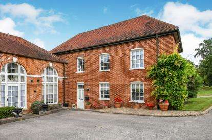 4 Bedrooms Link Detached House for sale in Theydon Mount, Epping, Essex