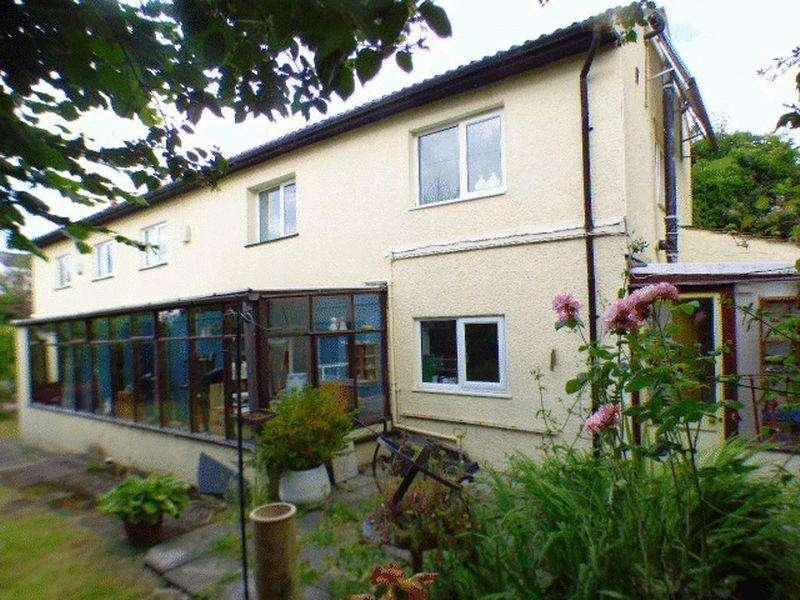 3 Bedrooms Detached House for sale in Somerset Road, Cinderford