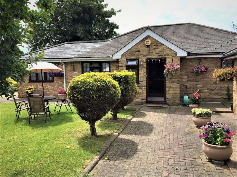 4 Bedrooms Detached Bungalow for sale in Hyde Way, Hayes, UB3