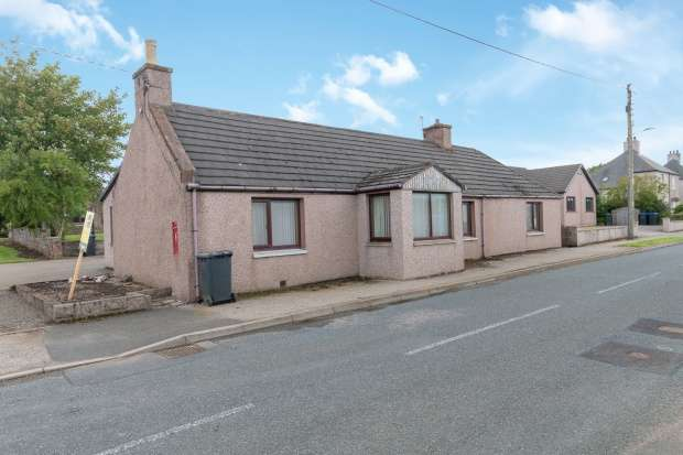 4 Bedrooms Detached Bungalow for sale in Main Street, Garmond, Aberdeenshire, AB53 5TQ