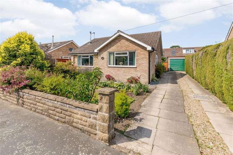 3 Bedrooms Bungalow for sale in Farmanby Close,Thornton Le Dale, YO18 7TE