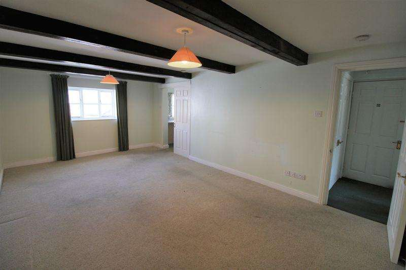 2 Bedrooms Flat for sale in Monmouth Town