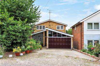 5 Bedrooms Detached House for sale in Hillbrow Road, Bromley