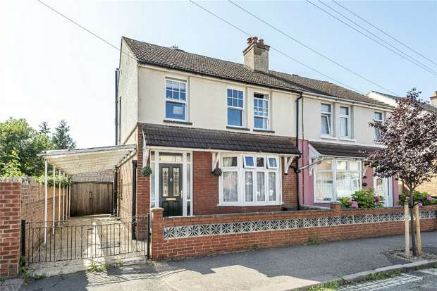 3 Bedrooms Semi Detached House for sale in Myrtle Road, Bedford