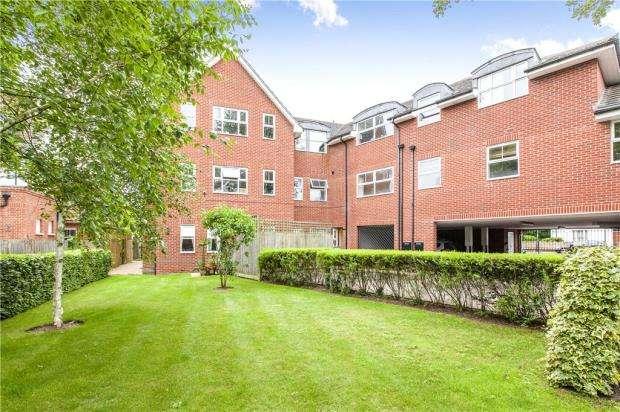 2 Bedrooms Apartment Flat for sale in Burnham Court, Fairford Road, Maidenhead
