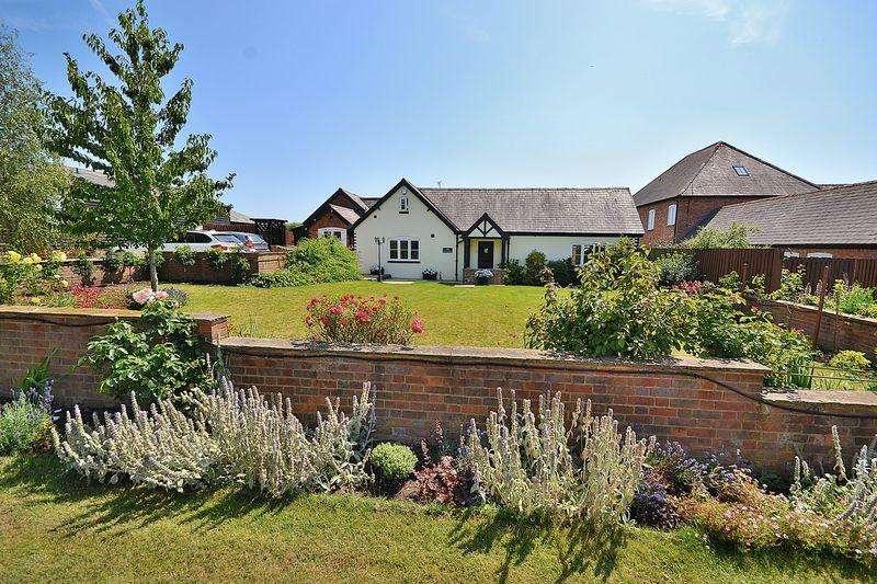 4 Bedrooms Detached House for sale in Rowden Farm Barns, Ledburn