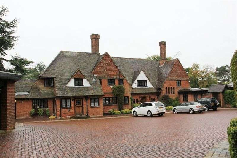 5 Bedrooms Property for sale in Windmill Lane, Arkley, Barnet, Herts, EN5 3HX