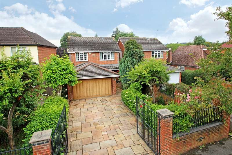 4 Bedrooms Detached House for sale in Staines Lane, Chertsey, Surrey, KT16