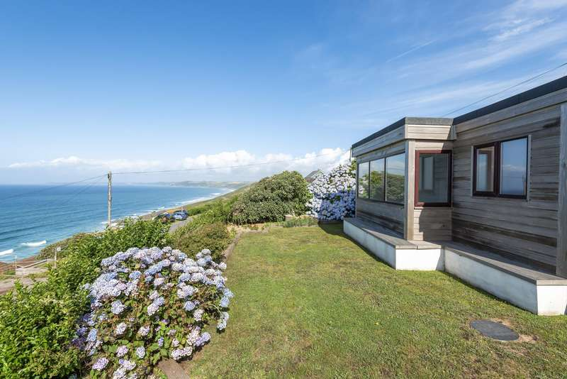 3 Bedrooms Bungalow for sale in Field 1, Freathy, Whitsand Bay, PL10