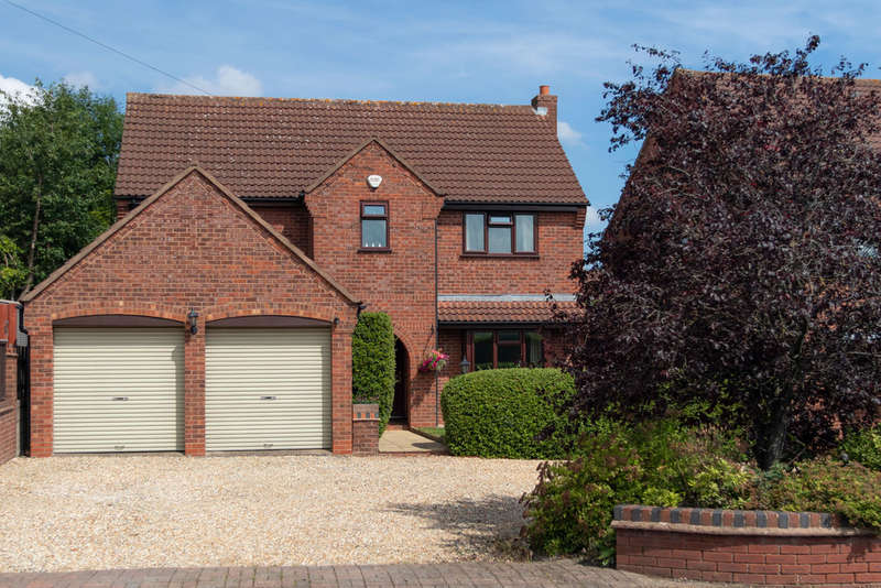 4 Bedrooms Detached House for sale in Alcester Road, Lickey End, Bromsgrove, B60 1JT
