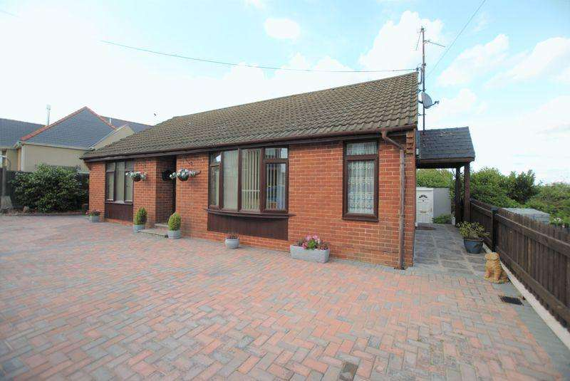 2 Bedrooms Detached Bungalow for sale in Brockhollands Road, Bream
