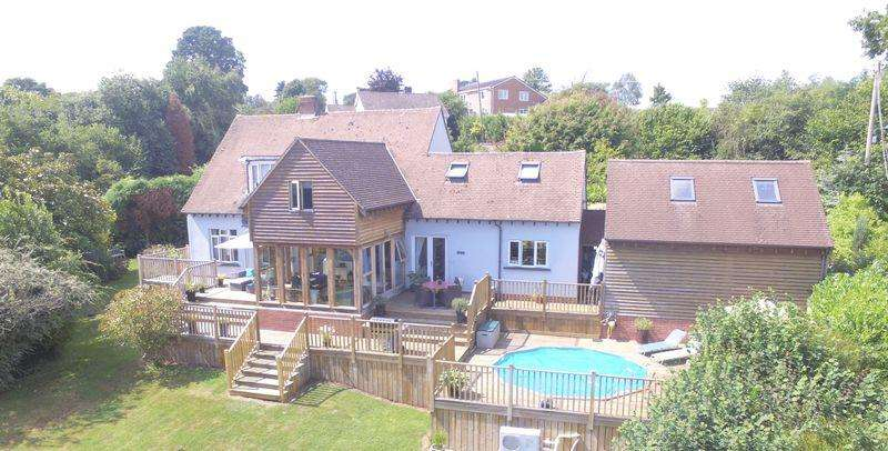 4 Bedrooms Country House Character Property for sale in Chapel hill Aylburton, Lydney GL15