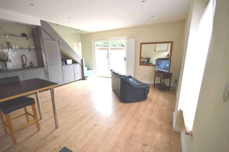 2 Bedrooms Semi Detached House for sale in Whales Yard, London
